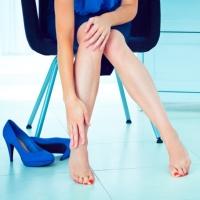 Почему болят ноги ниже колен причины заболевания лечение