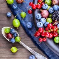 Сезонные ягоды: польза для красоты и здоровья