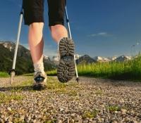 Чем полезна скандинавская ходьба