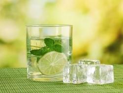 Какую опасность для здоровья скрывают напитки со льдом